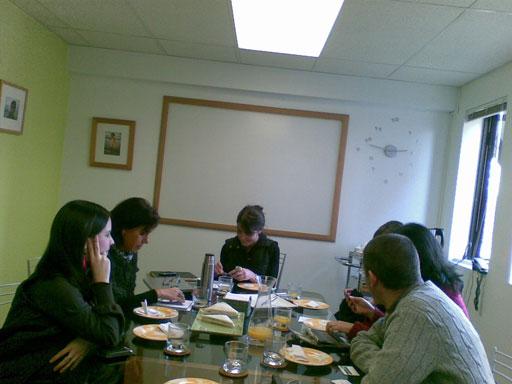 El equipo de CapacitaRSE propuso una reunión con influyentes 2.0